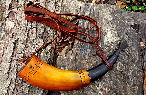 hand made powder horn