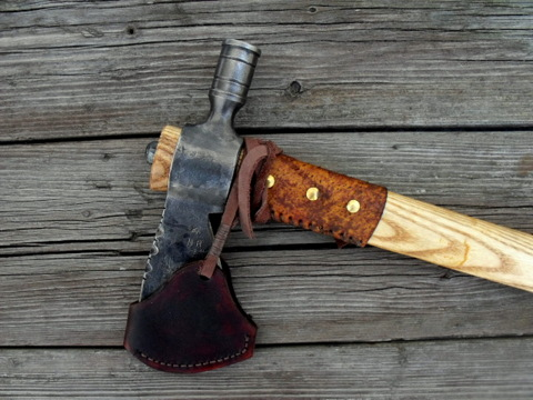 smokable pipe hawk with a leather sheath